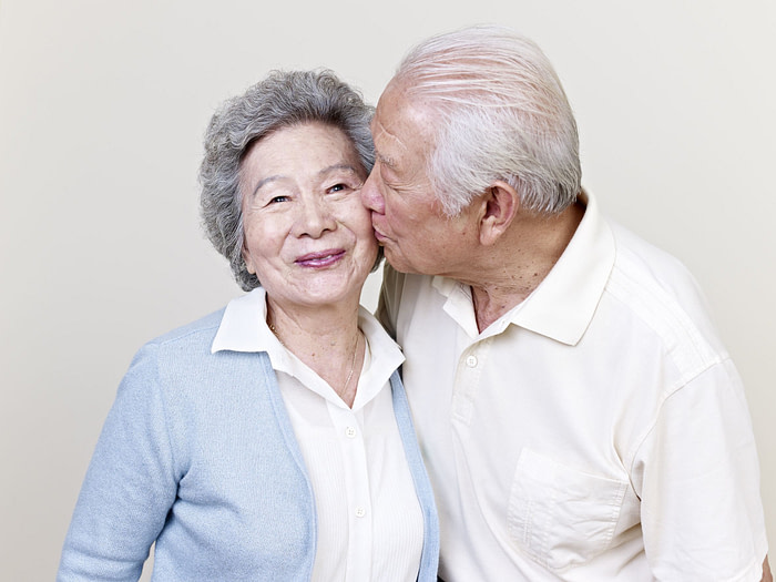 20189748 - portrait of a senior asian couple kissing