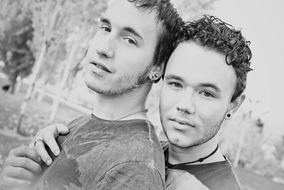 gay-male-couple